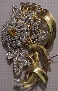 Goldtone flower rhinestone brooch (Image1)