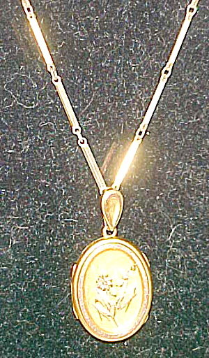 Gold filled locket with flowers (Image1)