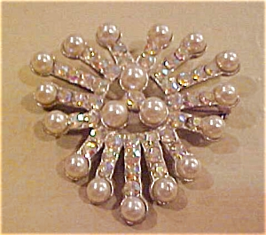 Faux pearl and rhinestone pin (Image1)