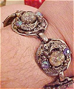 Chunky bracelet w/opalescent stones (Image1)