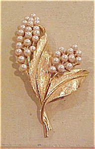 Capri floral pin with faux pearls (Image1)