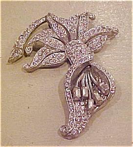 Lily rhinestone pin (Image1)
