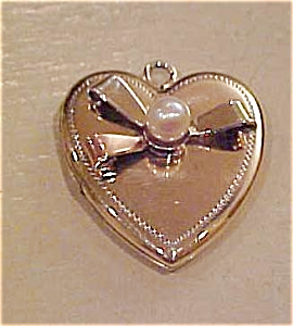 10kgf locket with faux pearl - 1940's (Image1)