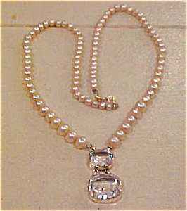 Faux pearl necklace with glass pendant (Image1)
