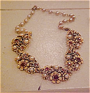 Flower design necklace with rhinestones (Image1)