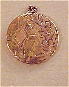 Gold filled engraved locket (Image1)