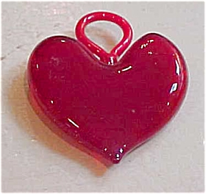 Red glass heart pendant (Image1)