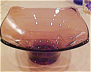Purple glass dish (Image1)
