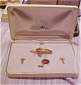Heritage pin and earring set (Image1)