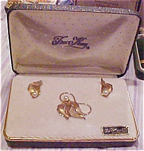 Tru Kay Pin and earring set (Image1)