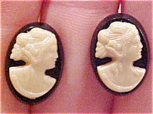 Plastic cameo earrings (Image1)