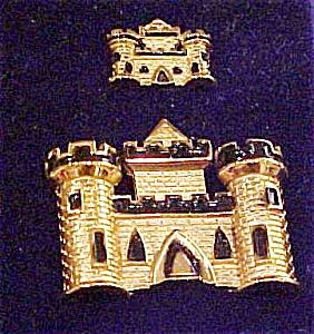 Trifari castle pin set (Image1)
