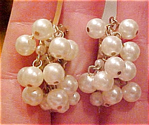 Dangling faux pearl earrings (Image1)