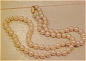 Faux pearl necklace (Image1)