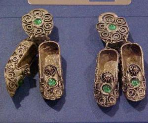 Silver dangling show earrings (Image1)
