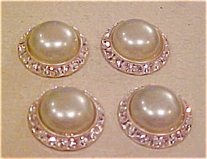 4 faux pearl and rhinestone buttons (Image1)