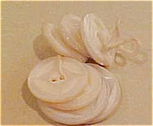 7 mother of pearl buttons (Image1)