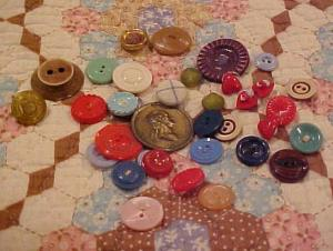 bag of assorted buttons (Image1)