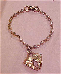 Faux pearl bracelet with shoe charms (Image1)