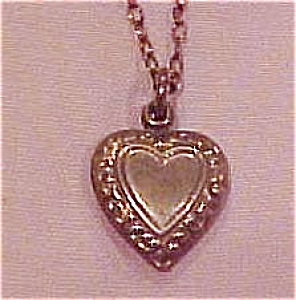 Delicate necklace with heart pendant (Image1)