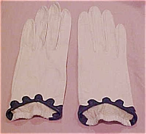 white leather gloves with navy trim (Image1)