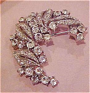 Trifari rhinestone brooch (Image1)