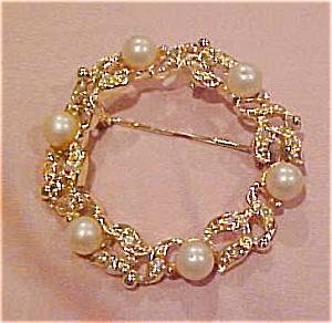 Circle pin w/rhinestones & faux pearls (Image1)