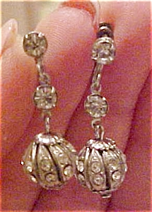 Dangling rhinestone earrings (Image1)