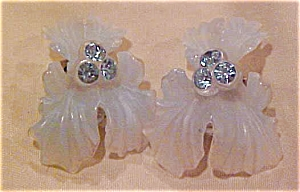 Lucite lily design earrings (Image1)