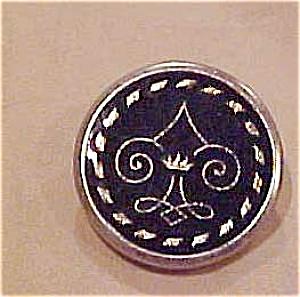 Metal button (Image1)