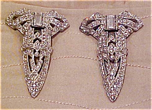 Pair of bow dress clips (Image1)