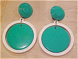 Plastic green and white earrings (Image1)