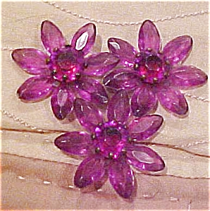 Purple plastic dress clip with rhinestones (Image1)