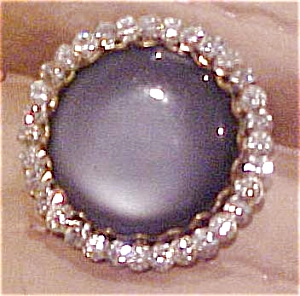 Plastic pin with rhinestones (Image1)