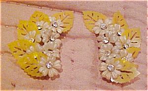Plastic flower earrings with rhinestones (Image1)