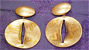 Gold colored plastic earrings (Image1)