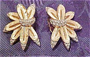Trifari floral design earrings (Image1)