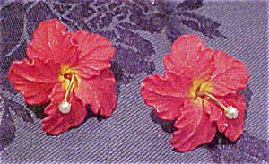 Red plastic flower earrings (Image1)