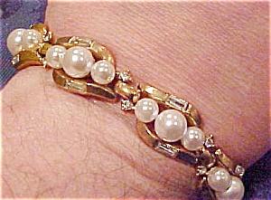 Trifari bracelet w/faux pearls (Image1)