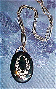 Locket with engraved floral design (Image1)