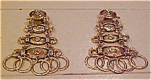 LArge dangling 1980s earring (Image1)