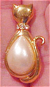 Marvella cat pin with faux pearl (Image1)