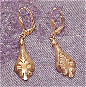 Goldtone earrings with art nouveau design (Image1)