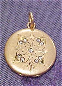 Engraved locket with rhinestones (Image1)