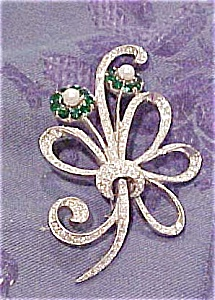 Flower pin with rhinestones & faux pearls (Image1)
