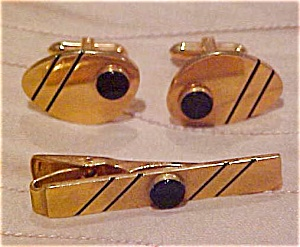 Modern design cufflinks and tie bar (Image1)