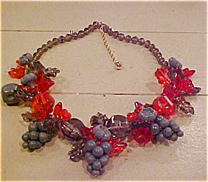 Plastic grape design necklace (Image1)
