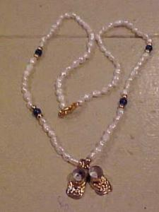Freshwater pearl necklace w/shoe charms (Image1)