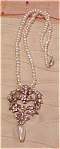 Pearl necklace with pendant` (Image1)