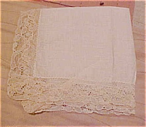 Handkerchief with lace edging (Image1)